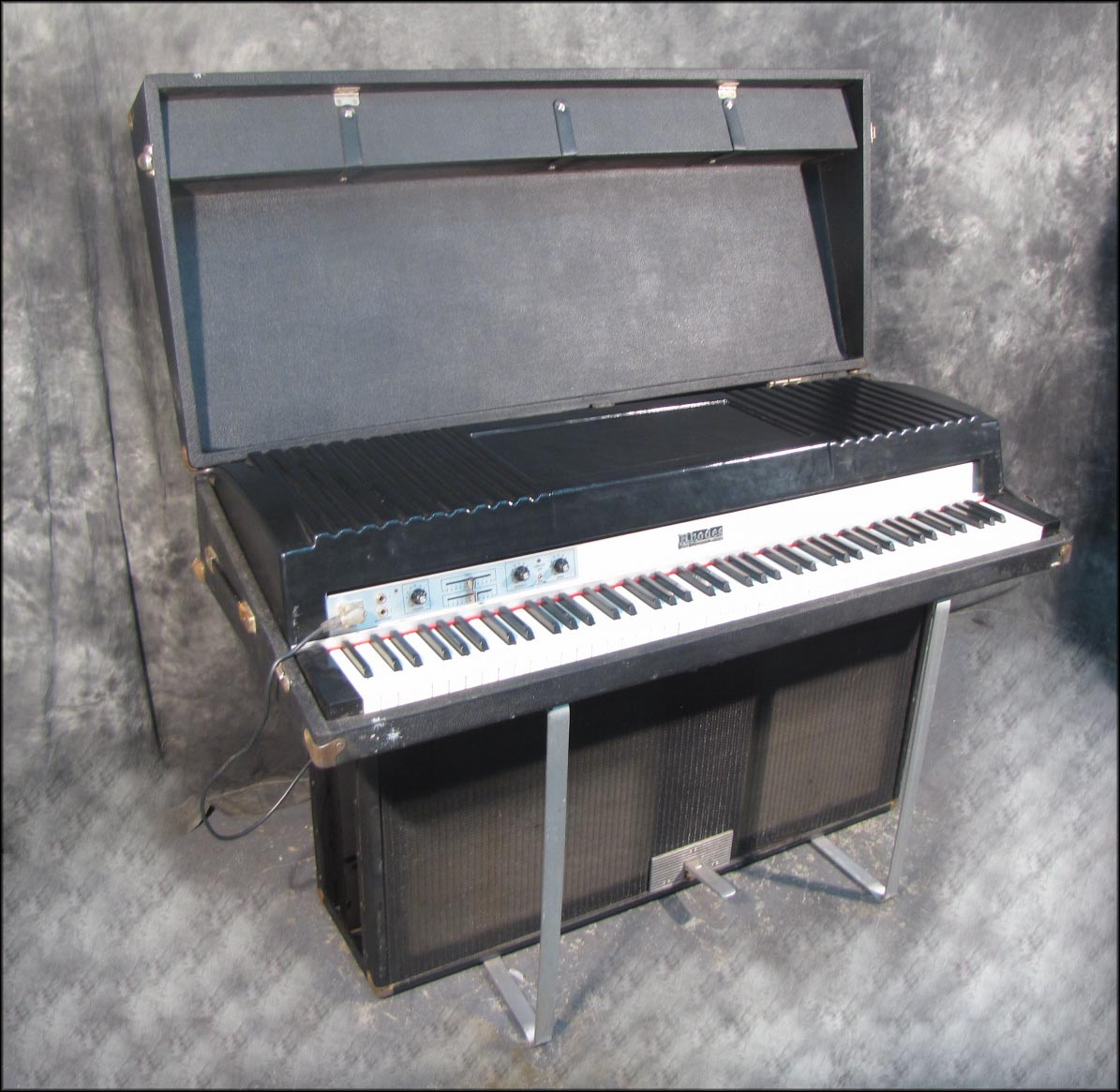fender rhodes 88 eighty eight electric suitcase piano w fr 7710 amp speaker ebay. Black Bedroom Furniture Sets. Home Design Ideas